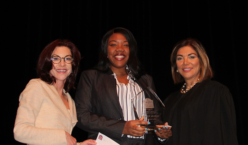 2018 Law Student Pro Bono Award winner is Tychanika Kimbrough of Baylor Law School with Justice Eva Guzman and TAJC's Trish McAllister